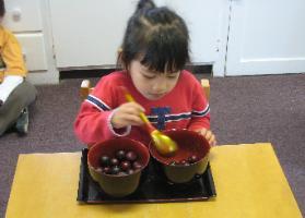 http://www.alittleworldmontessori.com/sitebuilder/images/Preschool_OurPrg4-279x200.jpg